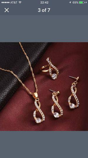 Elegant design crystal Rhinestone necklace set for Sale in Silver Spring, MD