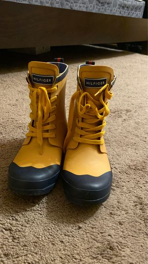 tommy hilfiger rain boots for Sale in Columbus, OH