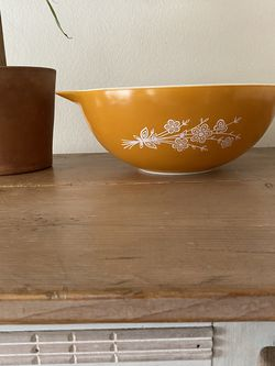 Vintage Pyrex Large Mixing Bowl for Sale in Fullerton,  CA
