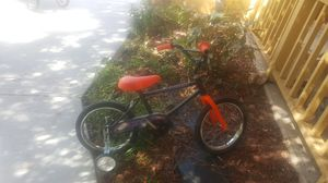 Bike with training wheels for Sale in Arvada, CO
