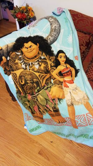 moana maui trow blanket for Sale in Chicago, IL