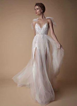 BERTA STYLE Classic Causal Wedding Dress for Sale in Corona, CA