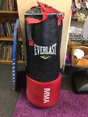 80 pound MMA Everlast punching bag for Sale in Riverview, FL