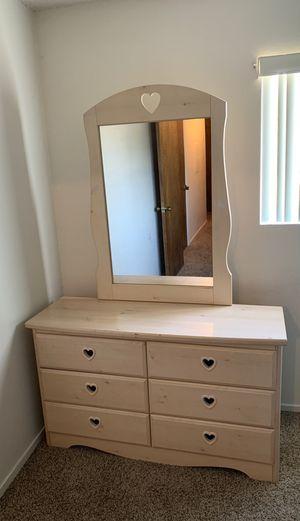 Little girls bedroom dresser for Sale in Fresno, CA