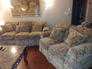 EXCELLENT 2 PIECE COUCH & LOVESEAT+ BEAUTIFUL COFFEE TABLE..PET FREE SMOKE FREE for Sale in Stockton, CA