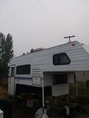 Half-price Hunter special actual value 10,000 Fleetwood Elkhorn overhead camper for Sale in Prineville, OR