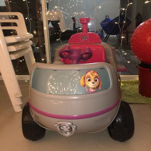 Nickelodeon's PAW Patrol: Skye Helicopter, 6-Volt Ride-On Toy by Kid Trax for Sale in Sarasota, FL