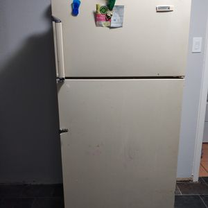 Free Working Fridge for Sale in Lancaster, TX