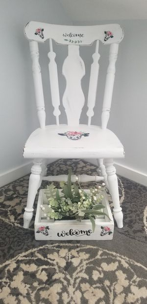 Decorative welcome chair with decorative wooden box for Sale in Biddeford, ME