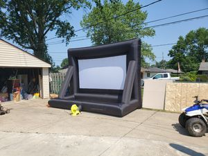 140 inch projector screen with pump for Sale in Parma, OH