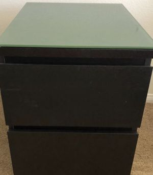 2 Glass top night tables for Sale in Hialeah, FL