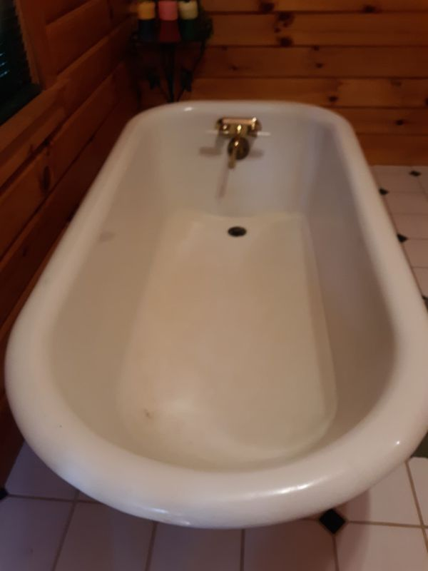 Vintage Cast Iron Clawfoot Tub 60in