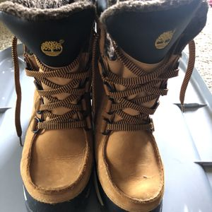Timberland Snow Boots Boys Lightweight Waterproof Cold weather Outdoor Boots Big Kid Size 6 for Sale in Chesterfield, MO
