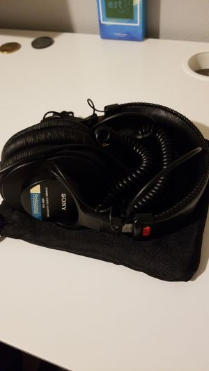 Sony mdr 7506 studio headphones for Sale in Edgewood, WA
