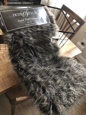 NEW beautiful fur throw blanket for Sale in San Antonio, TX