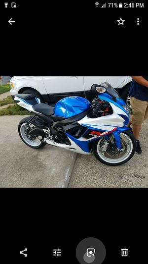 2013 SUZUKI 600 CLEAN TITLE 8,000 MILES RUNS PERFECTLY $4000 obo for Sale in Adelphi, MD