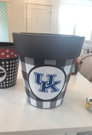 University of Kentucky indoor outdoor flower pot 15 inches deep 14.5 across the top brand new never used for Sale in Nashville, TN