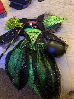 Girls witch Costume complete for Sale in Hemet, CA