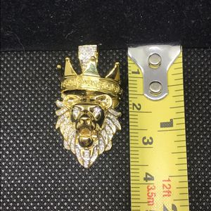 Diamond Lion medallion , Pendant ,charms,crown King Lion, iced out piece bustin' piece, charm , medallion, Lion King for Sale in Los Angeles, CA