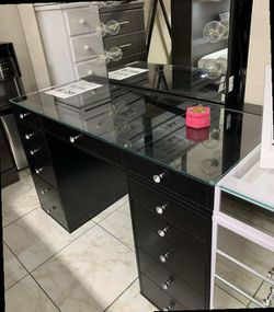 Impressions Vanity with Hollywood mirror. Price firm for Sale in Pomona,  CA