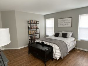 Queen bed & Bed frame for Sale in Aurora, IL