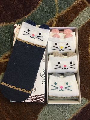 Low cut mixed cotton socks for girl/women (5 pairs) for Sale in Rosemead, CA