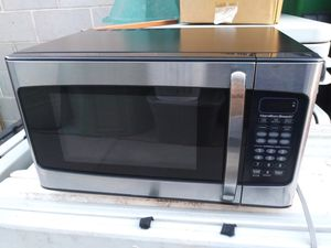 Hamilton beach set// microwave// blender//toaster and electric can opener all working good for Sale in Glendale, AZ