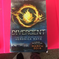 Divergent By Veronica Roth for Sale in Orlando,  FL
