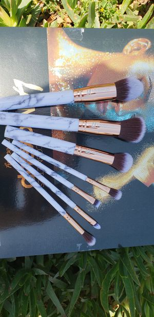 new. 7 pcs Makeup brush set. very good quality for Sale in Los Angeles, CA