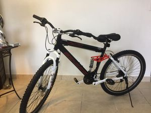 MOUNTAIN BIKE 27.5 for Sale in North Miami Beach, FL
