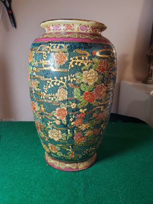 "12"" Beatiful Chinese Satsuma Vase Gilden in Gold With Flower. for Sale in Miami, FL"