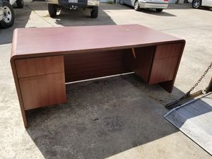 36 x 72 executive office desk $250 (good condition) for Sale in Houston, TX