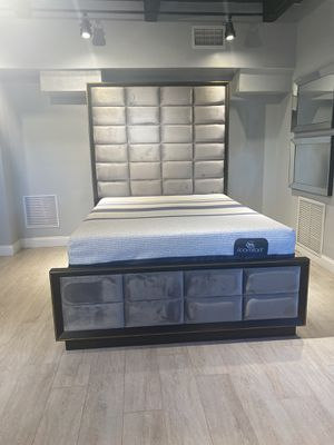 Queen bed frame // financing available for Sale in Miami, FL