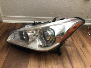 2013 Infinity M37 Headlight for Sale in Tucson, AZ