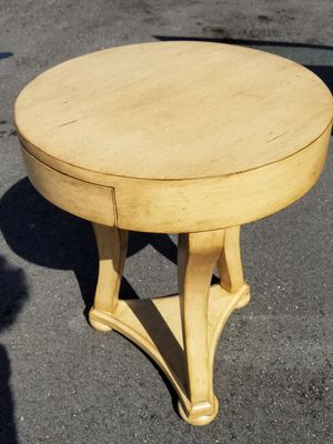 Round side table /wood for Sale in Delray Beach, FL