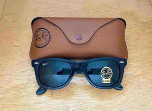 Brand New Authentic RayBan Wayfarer Sunglasses 100% UV Protectant for Sale in Houston, TX