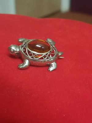 BEAUTIFUL STERLING SILVER TURTLE PIN WTH YELLOW GEM for Sale in Springfield, VA