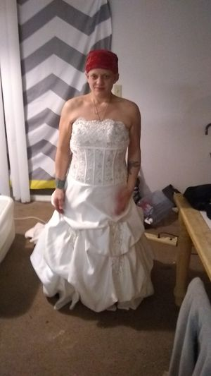 Beautiful wedding dress for a slim lady for Sale in Lakewood, CO