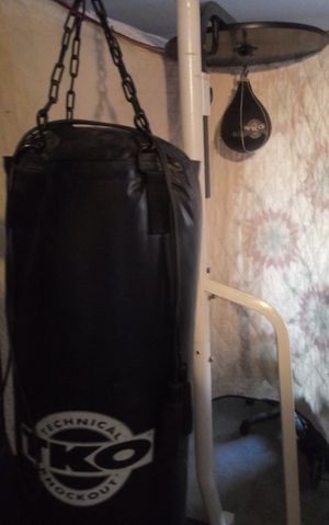 TKO punching bag, speed bag and stand. for Sale in Moreno Valley, CA