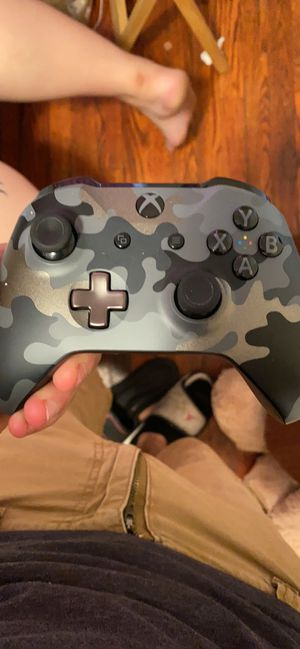 Wireless headset and limited edition controller for Sale in Whitehall, OH
