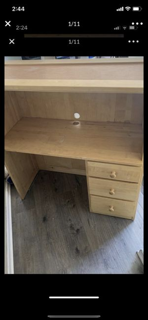 Desk with some scratches need gone today for Sale in Tijuana, MX