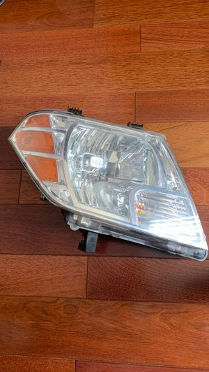 2009-2016 Nissan Frontier Headlight OEM Right Driver Halogen 949 626 for Sale in Glendale, CA