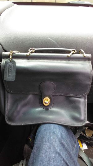 Vintage authentic black leather Coach crossbody for Sale in Beaumont, TX