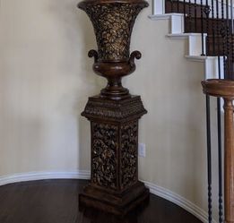 Old World Urn for Sale in Fort Worth,  TX