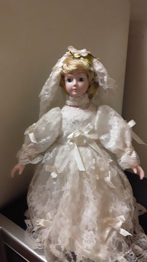 Wedding dress doll 75 years old or older for Sale in Cullman, AL