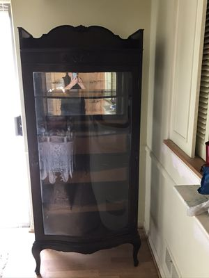 Antique China cabinet for Sale in UPPER ARLNGTN, OH