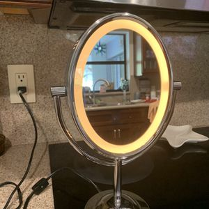 Conair Light up make up mirror, Regular on one side, magnifying on the other for Sale in Port St. Lucie, FL