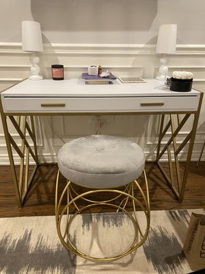 Study desk with chair for Sale in Beverly Hills, CA