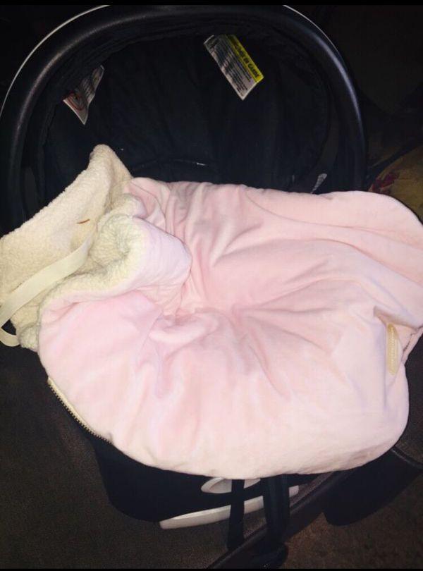 Cilla y base y cobertor para que no aguante frío el bebé
