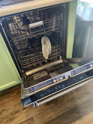 """Dishwasher, kitchen Aid 32.5"""" inches for Sale in Centennial, CO"""
